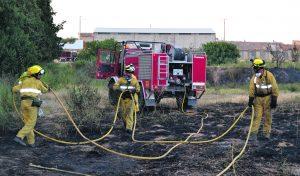 bomberos-apagan-el-fuego-de-la-puebl-de-hijar