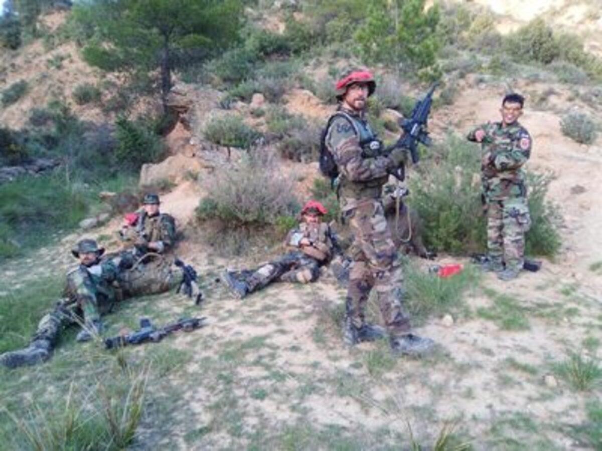 Varios participantes en la Operación Centauro, en plena acción en Bordón