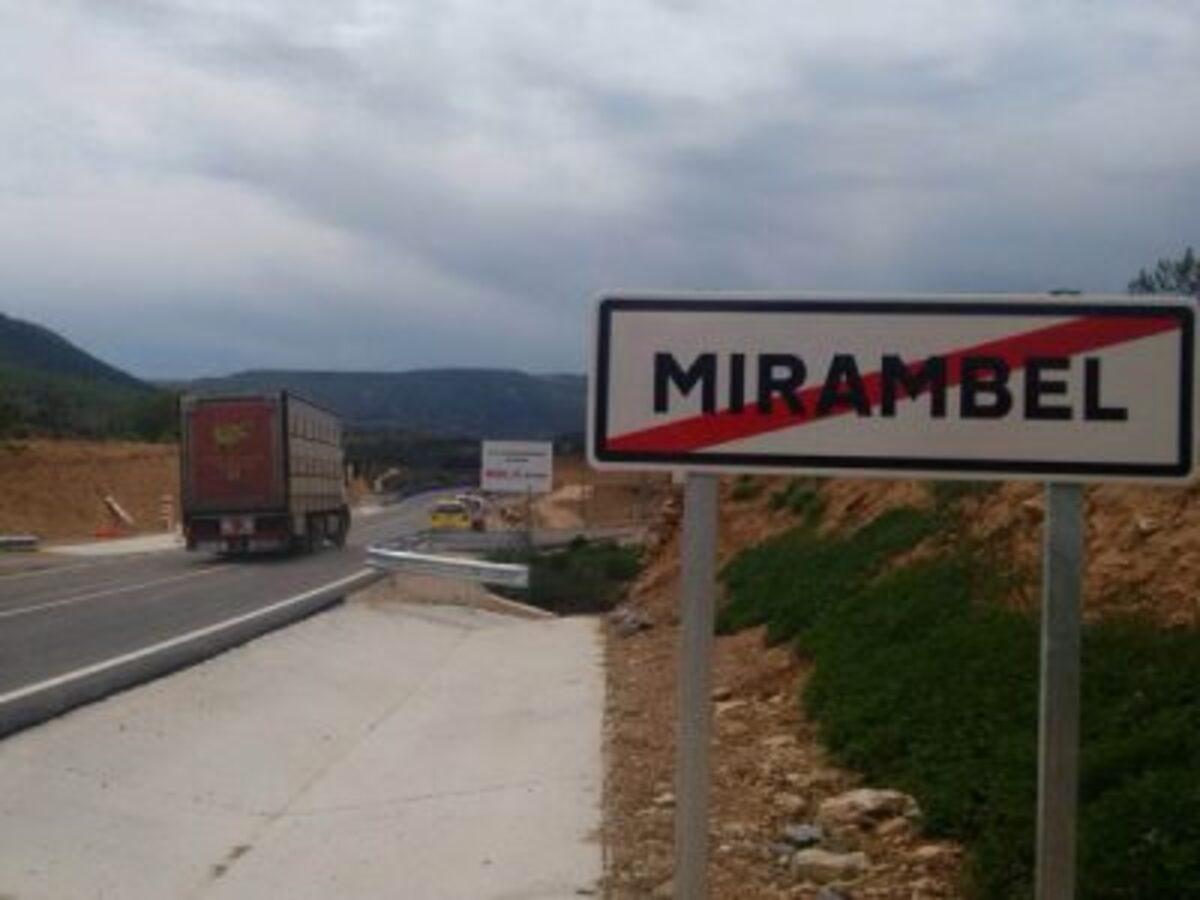 Estado actual de la carretera que atraviesa Mirambel, totalmente nueva