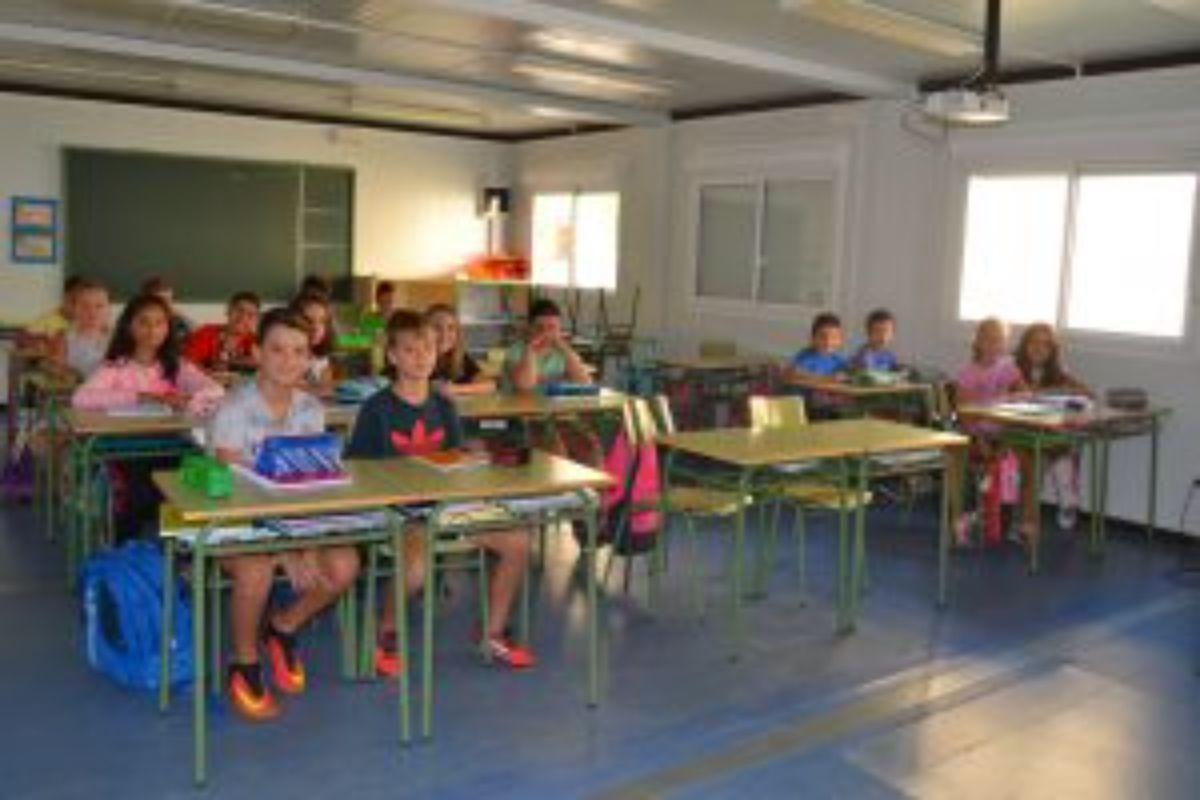 Los alumnos llevan dos cursos en aulas prefabricadas