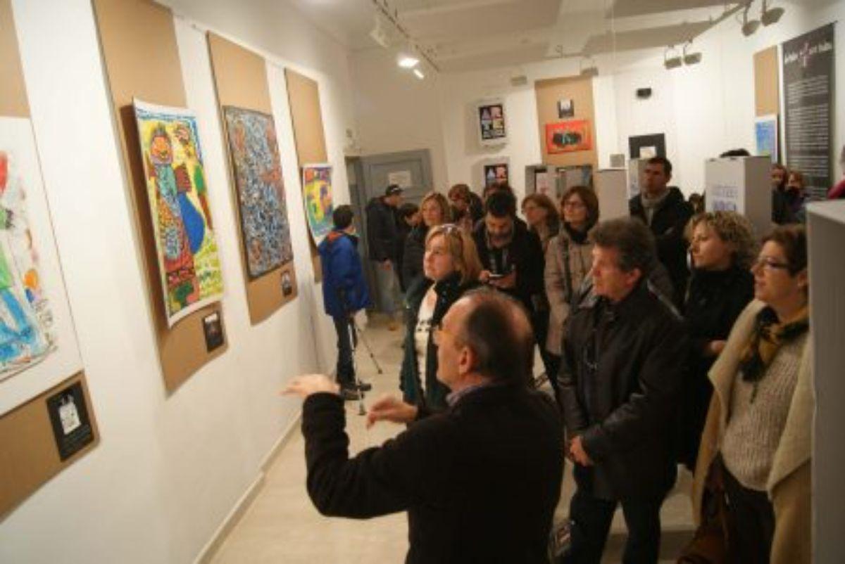 mas-200-estudiantes-visitan-sala-arte-cebm