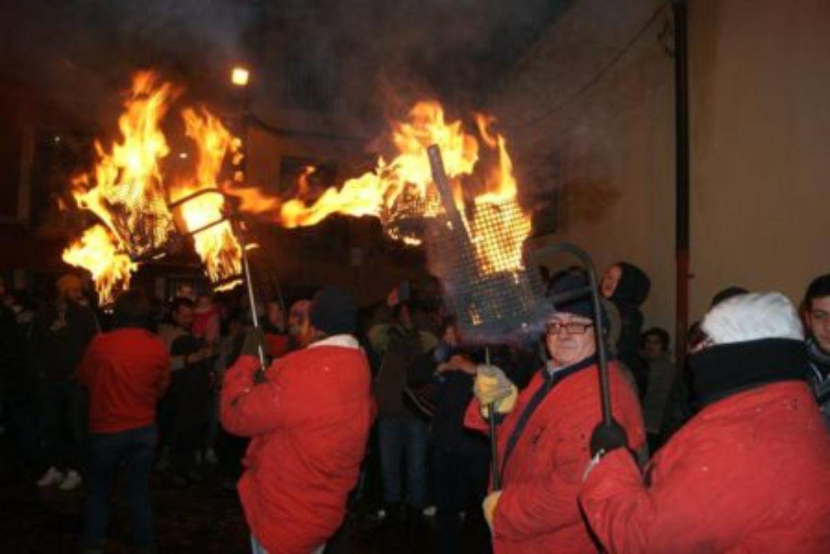 El fuego no puede con La Encamisada de Estercuel-tederos