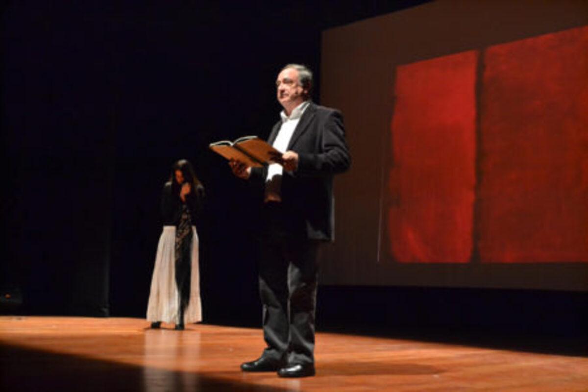 El caspolino Miguel Vizcaya junto a Lorena Villegas interpretando uno de los poemas de Lorca.