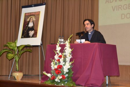 El primer evento fue una conferencia del cura Sergio Alentorán
