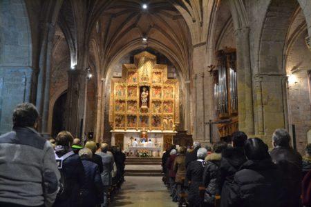 Al mediodía tuvo lugar una misa en la Colegiata