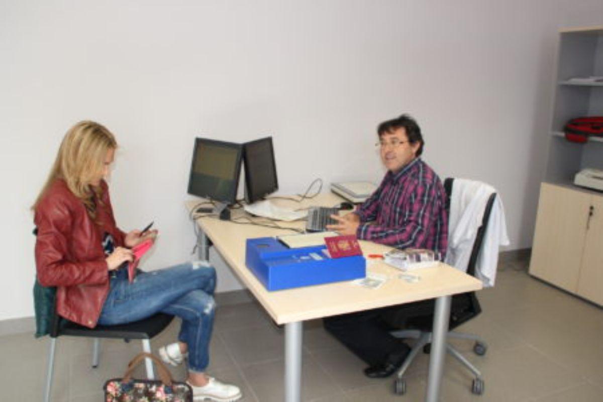 Cita previa por internet para renovar el dni la comarca for Oficinas renovacion dni