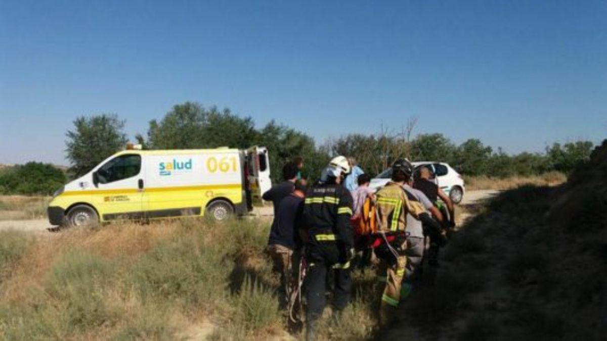 bomberos-caspe-rescatan-motorista-barranco-1