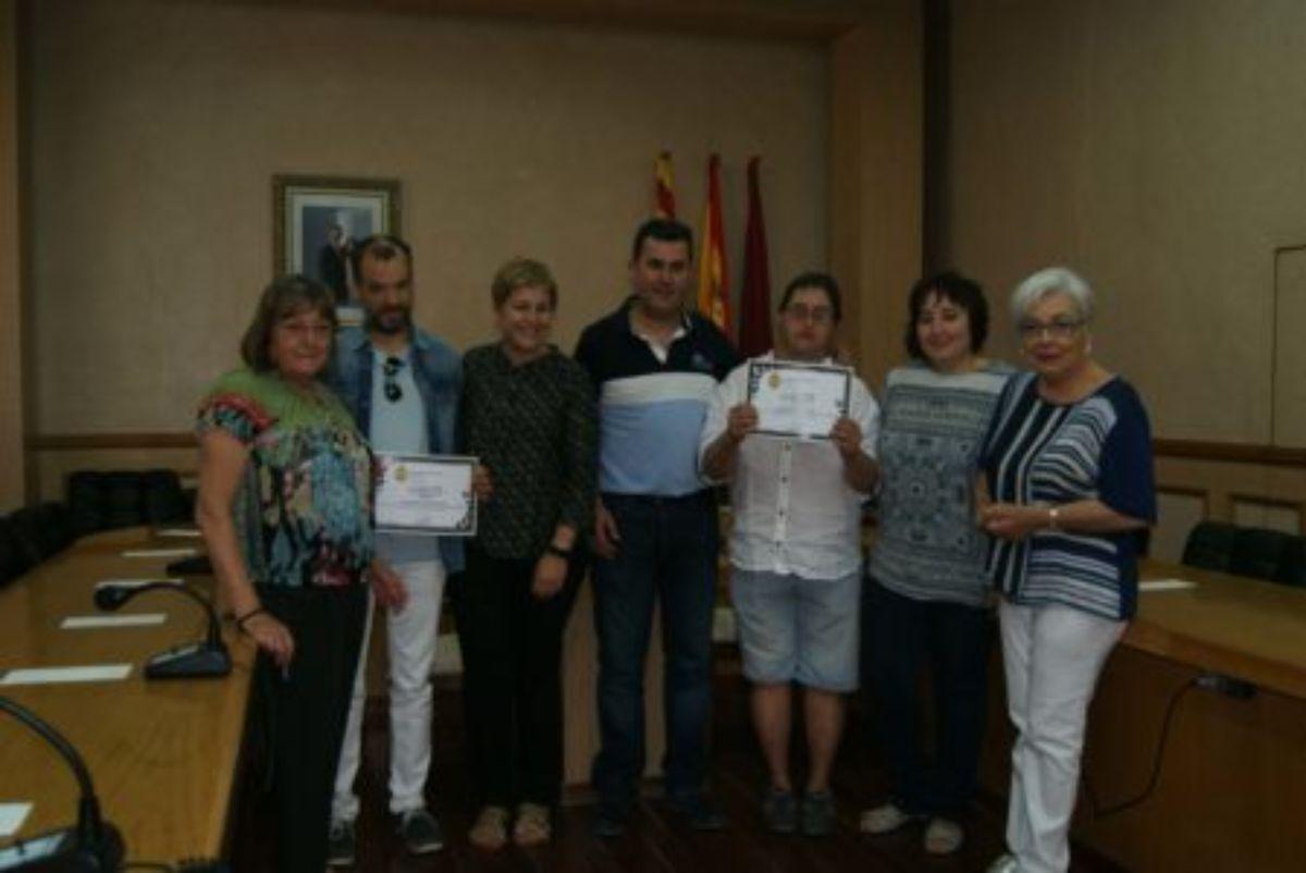 ayuntamiento-alcanizano-entrega-los-diplomas-a-alumnos-asociacion-canas