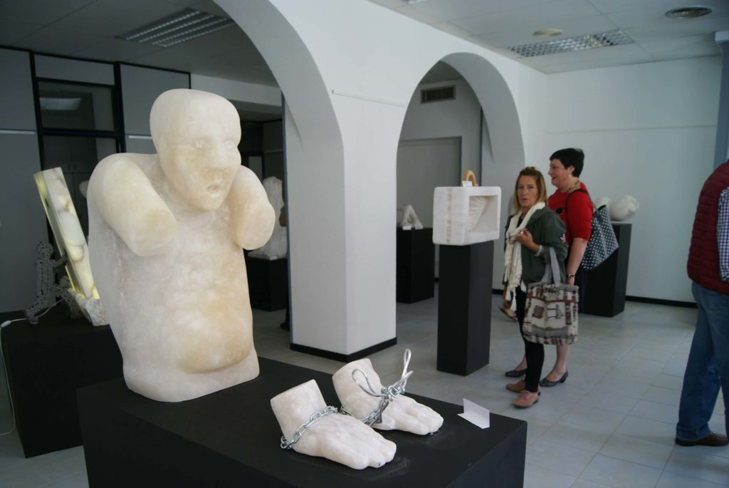 albalate-esculpe-parte-futuro-alabastro-3