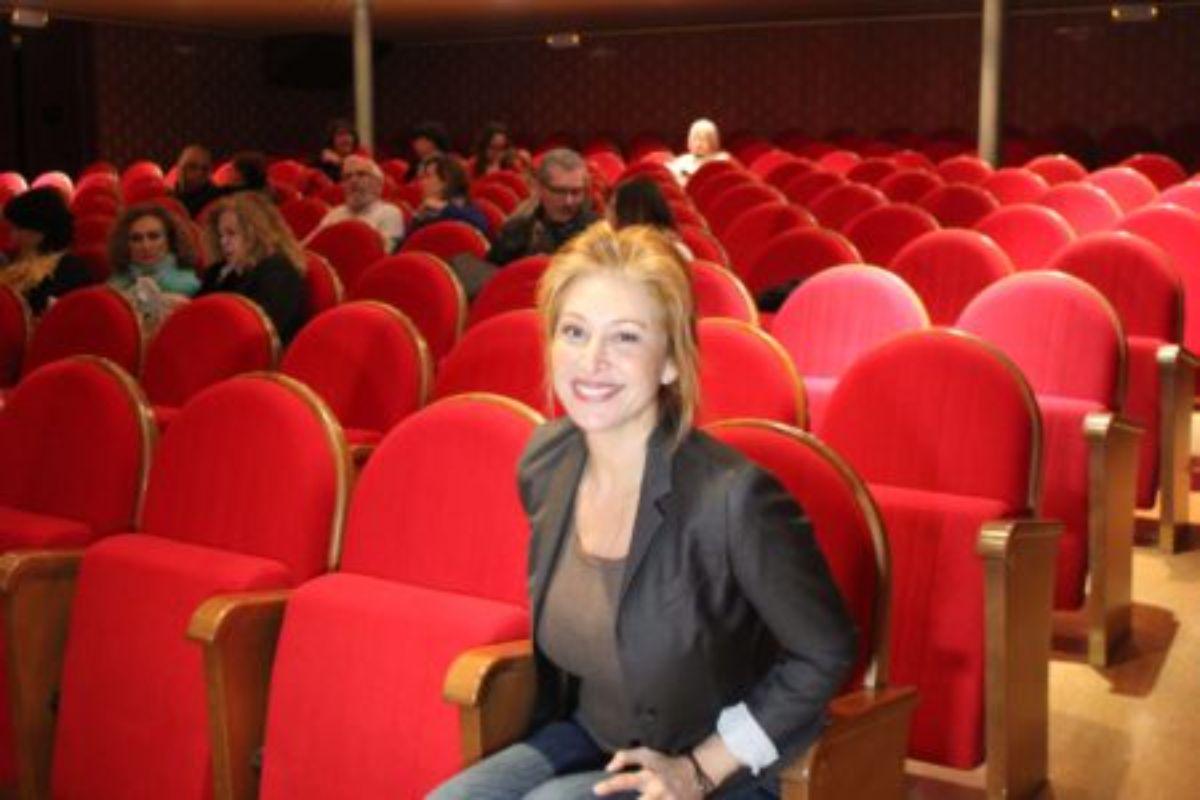 Teresa Viejo en el teatro de Alcañiz con motivo del Festival Aragón Negro