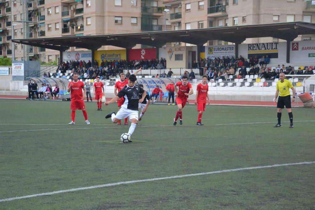 Momento en el que Jairo lanza el penalti