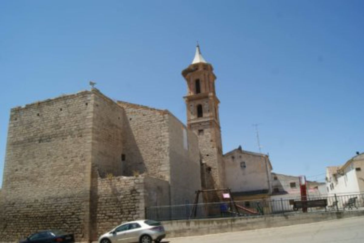 azaila-calle-iglesia-trasera