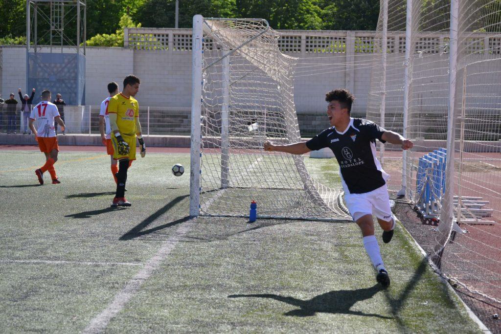 jairo celebra el primer gol contra el utrillas