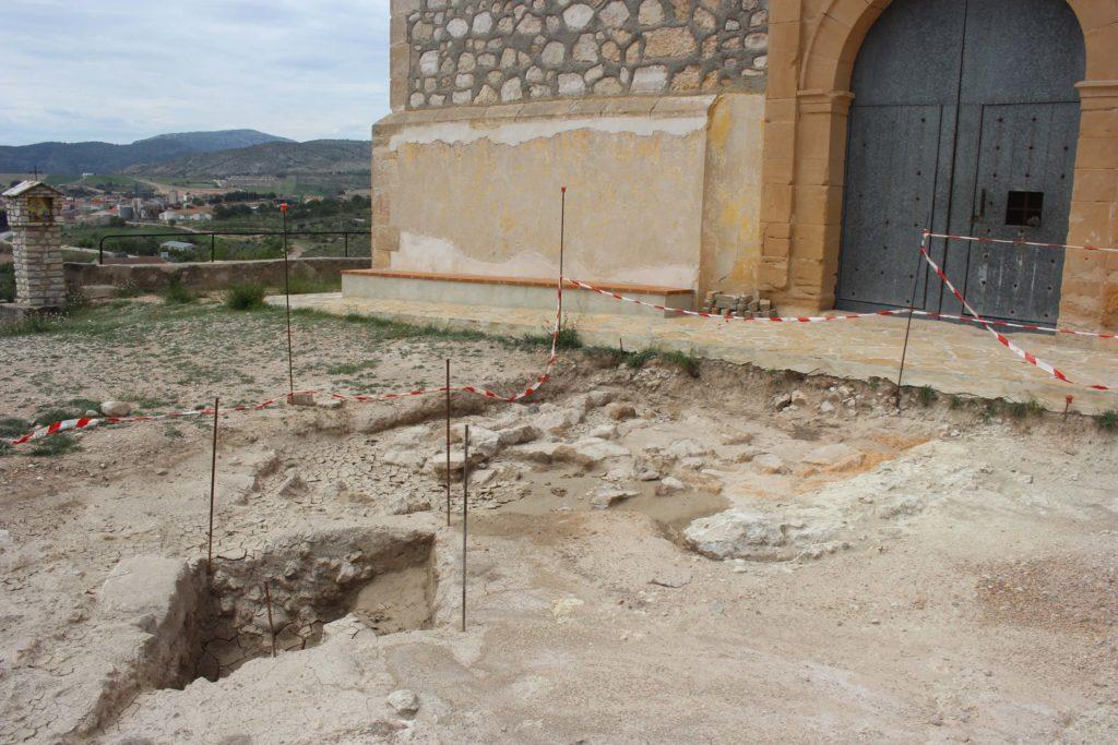 restos arqueologicos entrada ermita santa flora mas de las matas