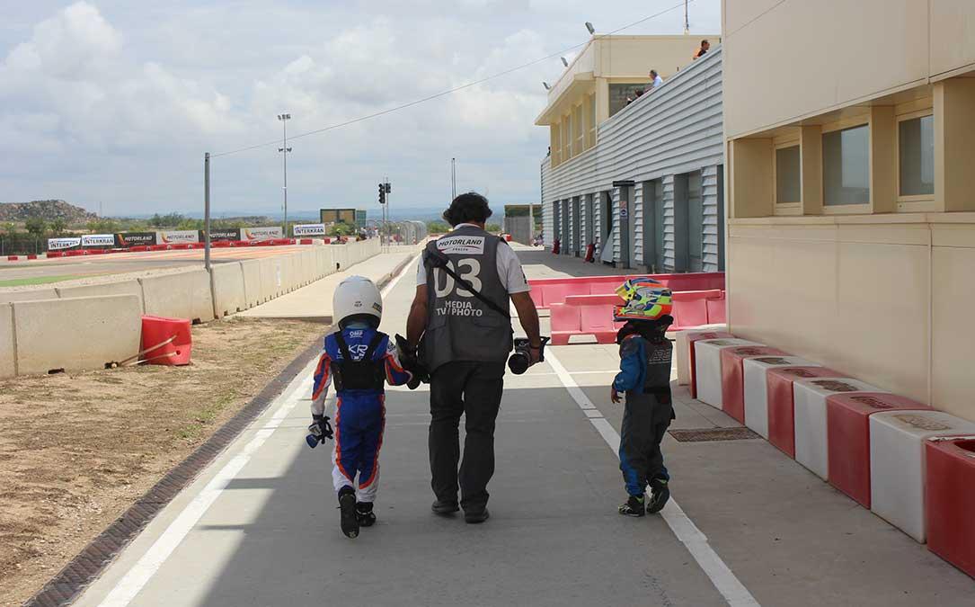 dos pilotos de categoria micro abandonan el circuito de karting