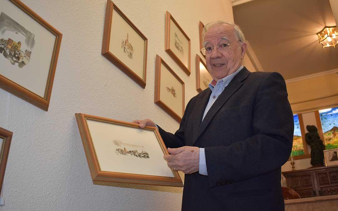 Miguel Caballú tiene en su casa numerosas ilustraciones e imágenes de los distintos pueblos del Bajo Aragón.