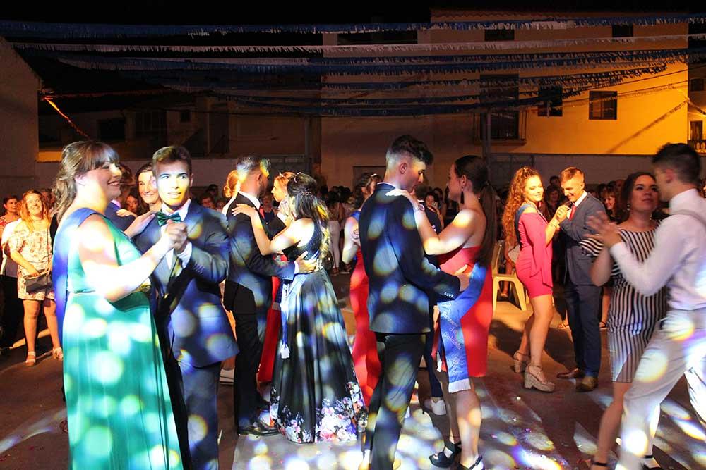 Baile de gala con las Majas de Samper