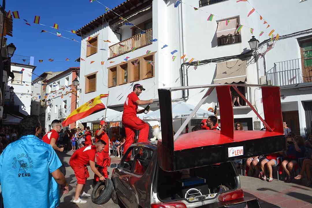 Desfile de carrozas en Ariño
