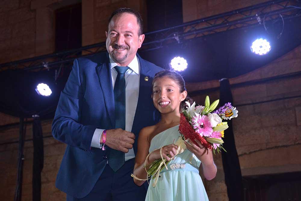 Majica 2018 y alcalde Ayuntamiento Castellote