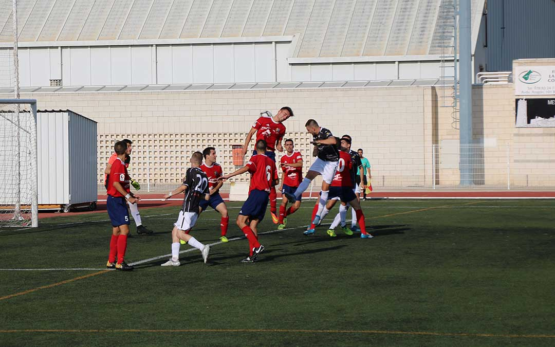 El gol de Martin vino precedido por un remate de Marian Goda que reboto en el larguero