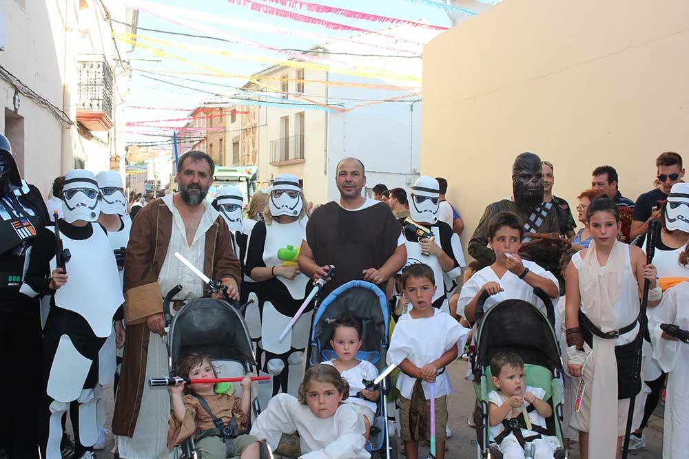 Miembros de la carroza Star wars en Samper