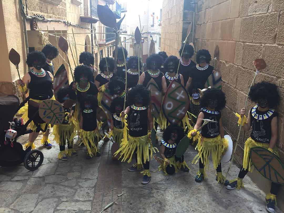 Desfile de disfraces en Beceite