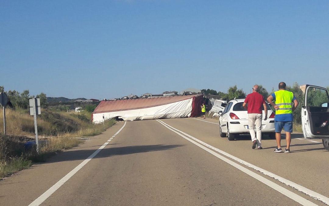 camion vuelca N211 Alcorisa