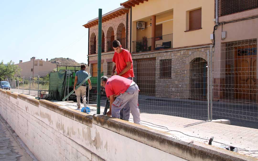 Arreglo del muro exterior colegio Castelserás