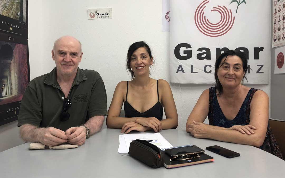 Foto de archivo de los tres concejales de Ganar Alcañiz, en rueda de prensa
