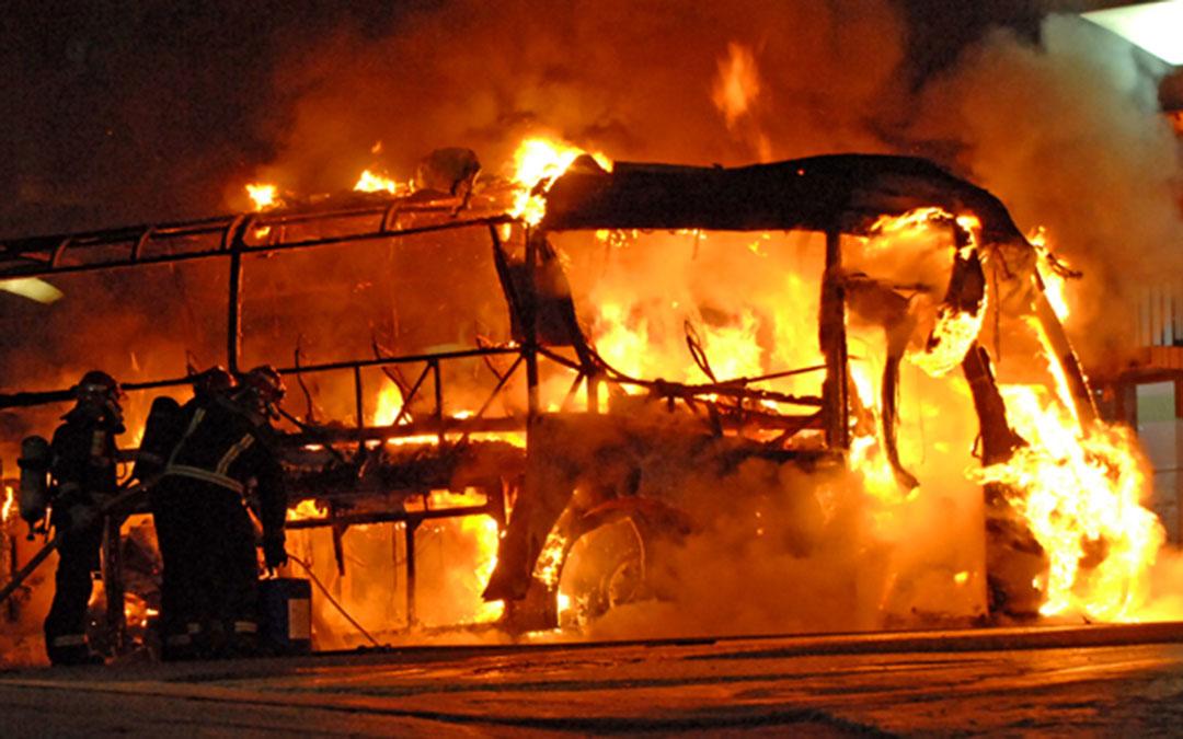 incendio-bus-alcorisa-2014-fuego-bomberos