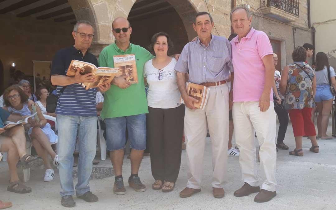 Los quintos del 68 / Peña Rostoll, presentaron el libro recopilatorio