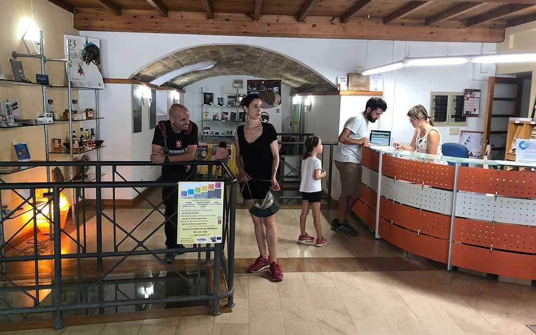 Se renueva la oficina de turismo para que sea accesible y moderna la comarca - Oficina turismo andorra ...