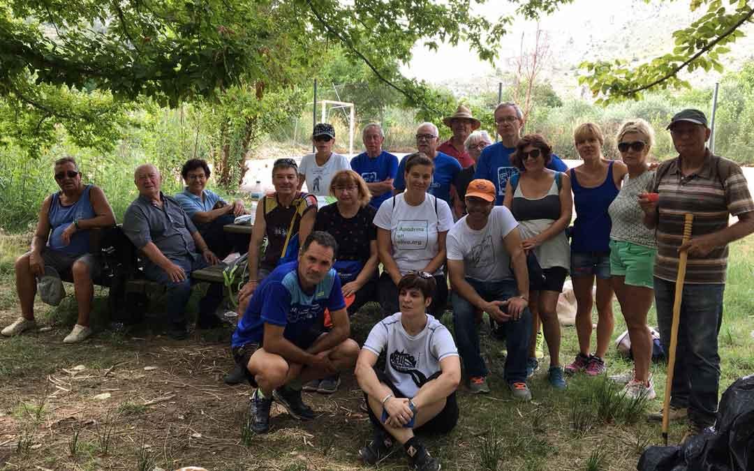 Grupo de voluntarios el jueves en Alcaine