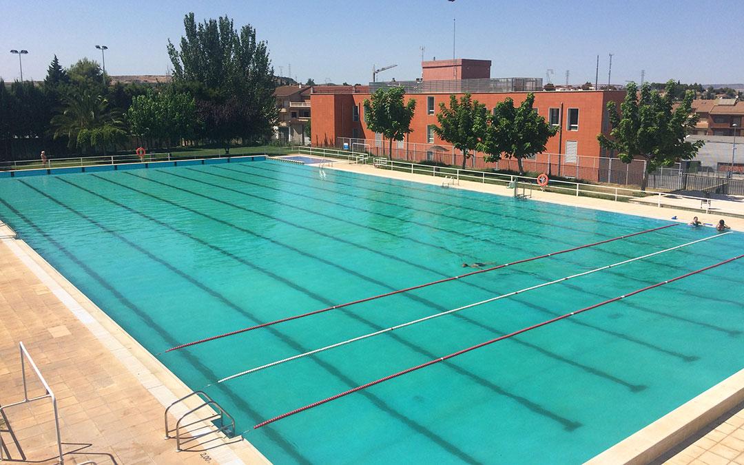 El agua de la piscina de Caspe está turbia