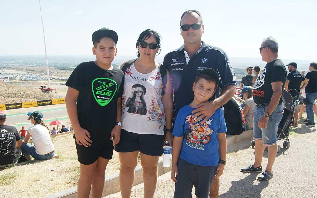 La familia Moreno, de Tarragona, habitual en la Pelouse 4