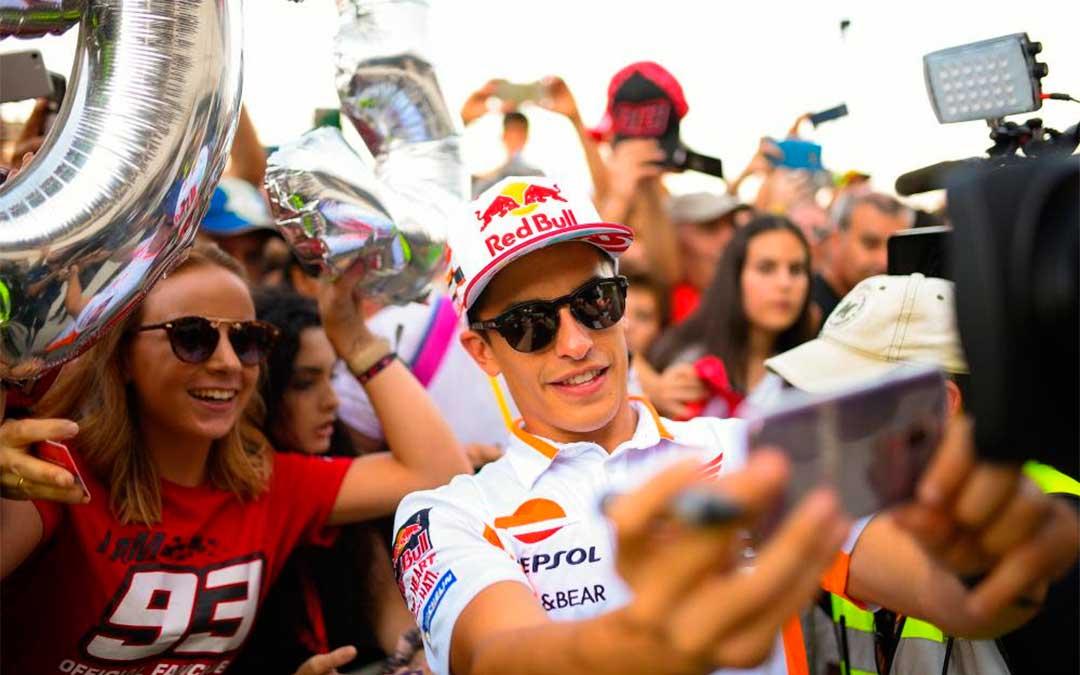 Márquez en el Pit Lane Walk del GP de Aragón