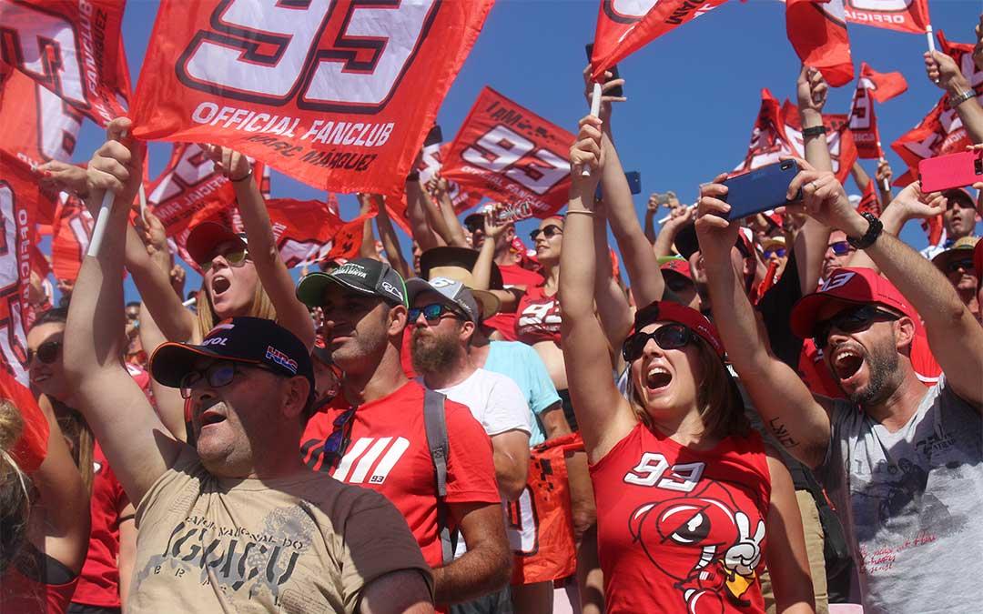 Cada vez más hormigas. Los fans de Marc Márquez son cada vez más numerosos. En la Grada 3 el color de apoyo al piloto de Cervera se va extendiendo según pasan las ediciones y él va sumando triunfos.