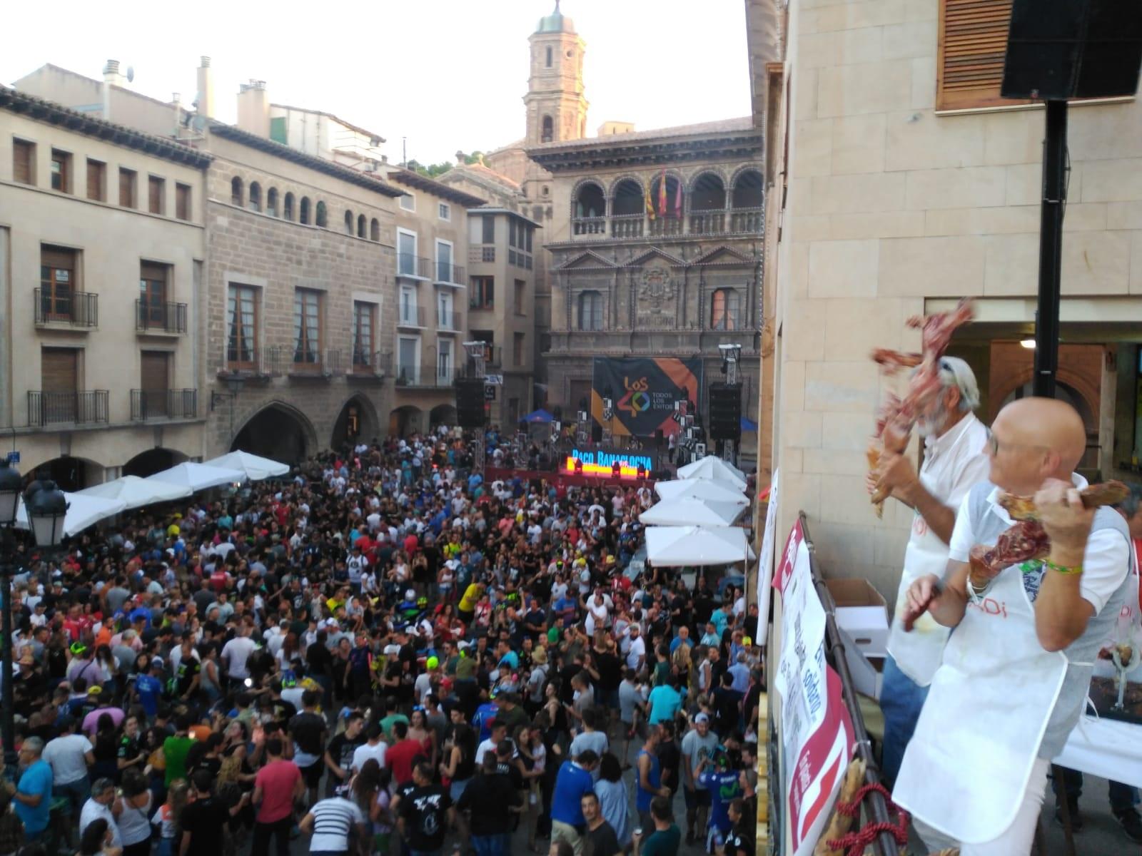 'Degusta Teruel' llena la plaza. BEATRIZ SEVERINO