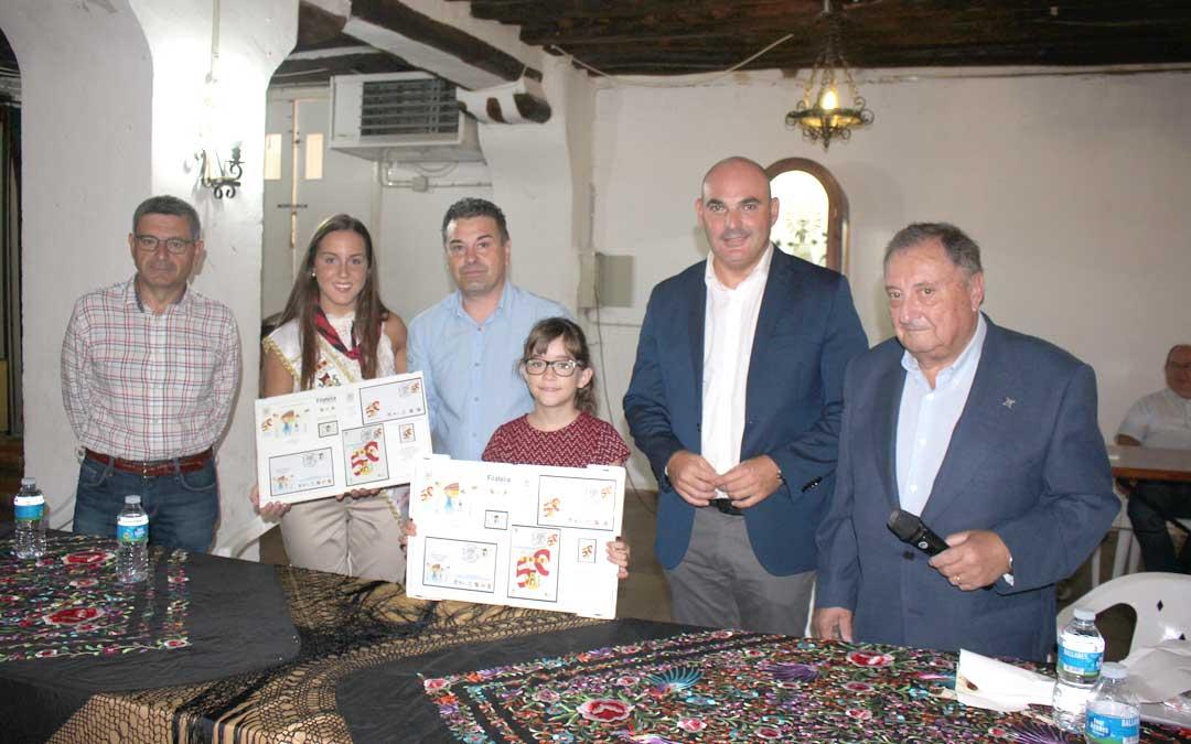 El Cachirulo presentó ayer dos sellos conmemorativos de su 50º aniversario