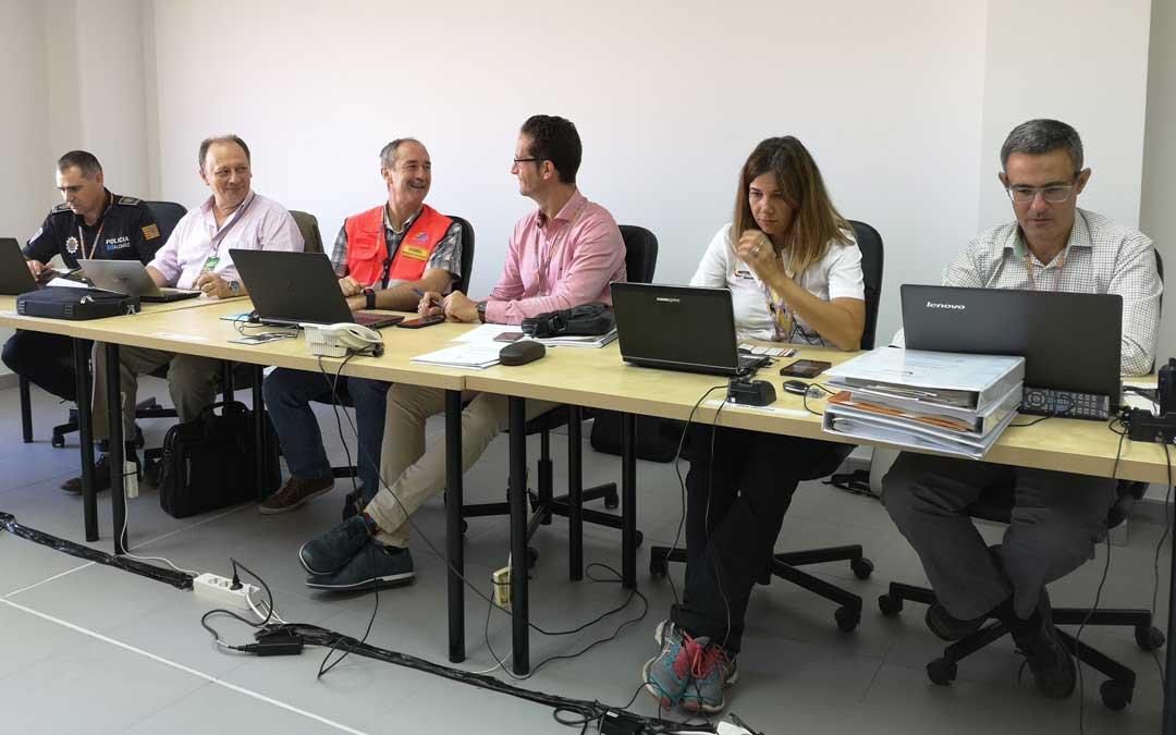 Los distintos responsables del CECOR trabajando durante MotoGP