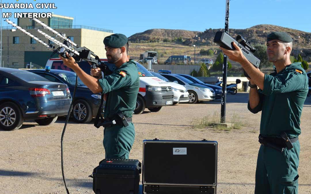 Equipo de neutralizadores de drones en Motorland. GUARDIA CIVIL