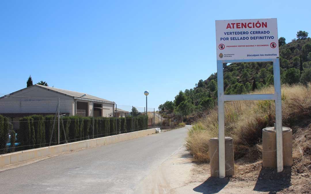 En el acceso a la escombrera ya se puede ver un cartel informativo