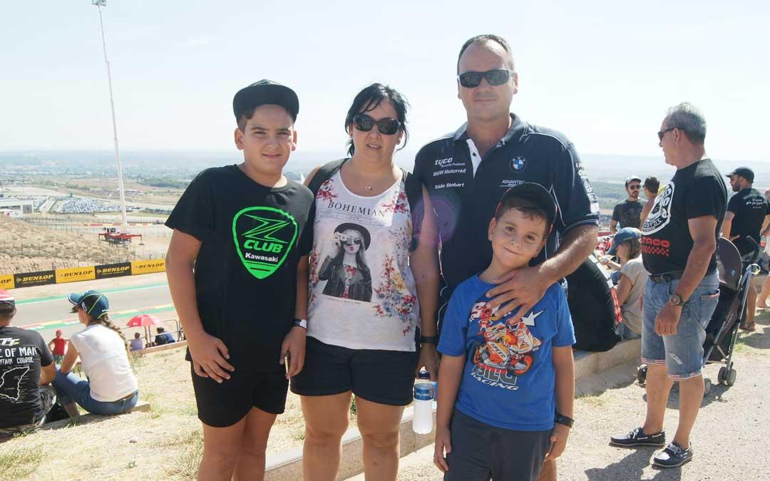 La familia Moreno, de Tarragona, en Motorland. BEATRIZ SEVERINO
