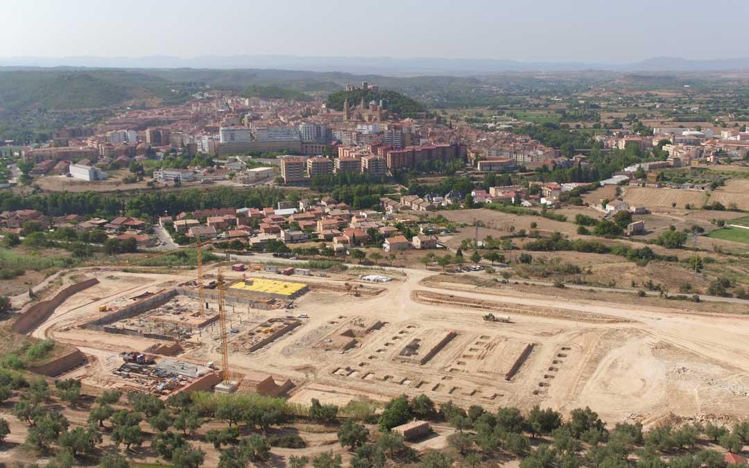 Estado de las obras del nuevo Hospital alcañizano con una bonita perspectiva de toda la ciudad a vista de dron hace unos días. visual technologies alcañiz