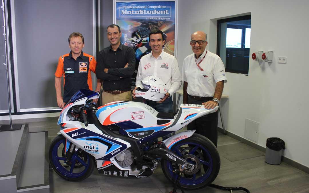 De izq. a dcha. Mike Leitner (KTM), José María Riaño (Anesdor y MEF), Daniel Urquizu (MEF y Technopark) y Carmelo Ezpeleta (Dorna), este jueves durante la presentación del 5º Motostudent en Motorland.