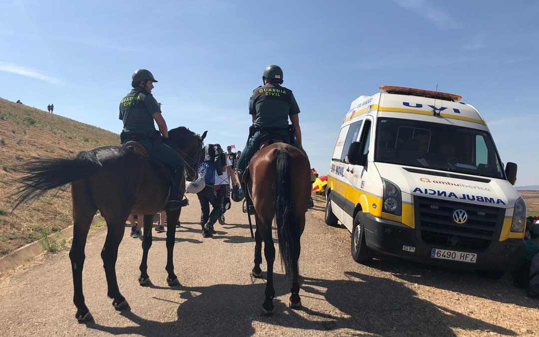 La Guardia Civil, a caballo controlando el perímetro del circuito. LAURA CASTEL