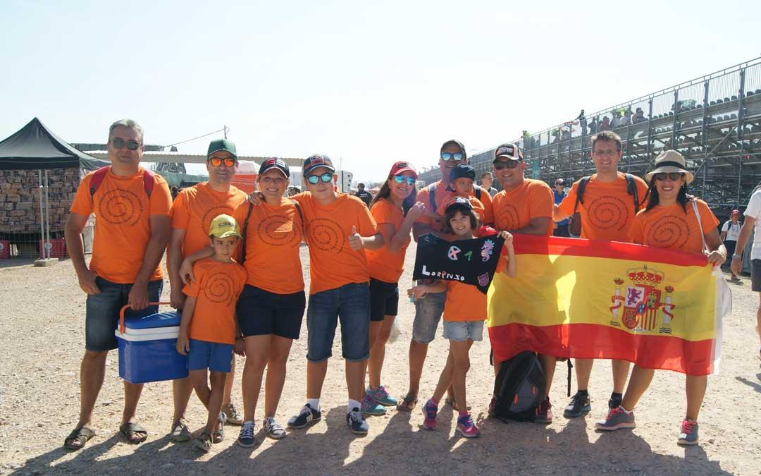 La familia Sánchez, de todas las partes de España, tiene una cita anual en el GP de Aragón. BEATRIZ SEVERINO