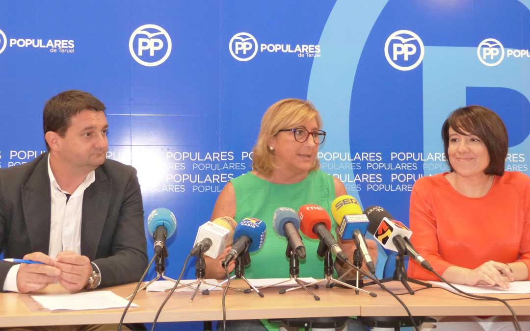 Miguel Ángel Estevan, Carmen Pobo y Raquel Clemente ayer en la rueda de prensa realizada en Teruel. p. p.