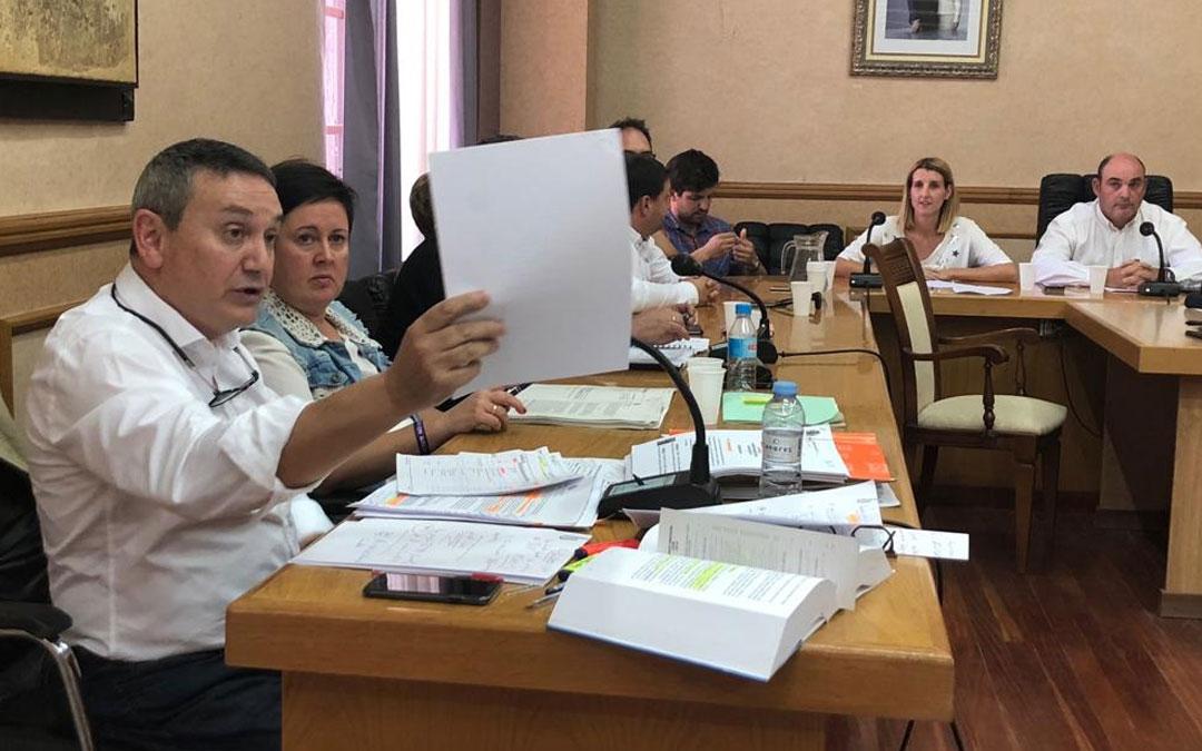 Joaquín Galindo, concejal de Ciudadanos en Alcañiz, la pasada semana defendiendo una moción en un pleno extraordinario.
