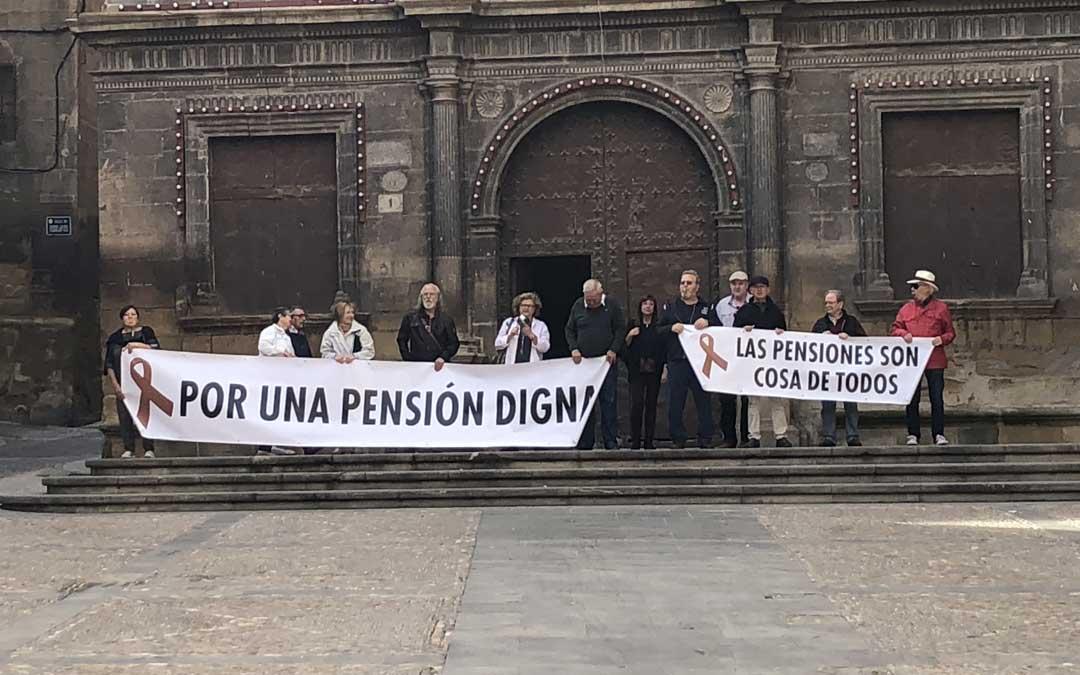 Concentración este lunes al mediodía en la plaza España de Alcañiz. l. castel